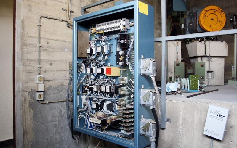 Alte Aufzugsteuerung