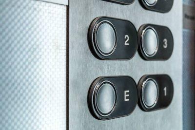 Aufzug Bedienknöpfe Detail quer