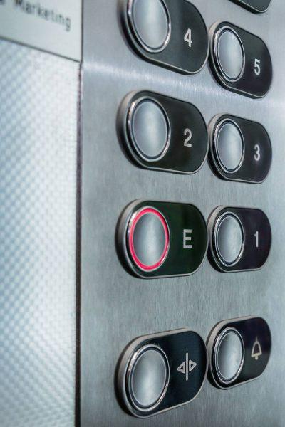Aufzug Knöpfe hochkant