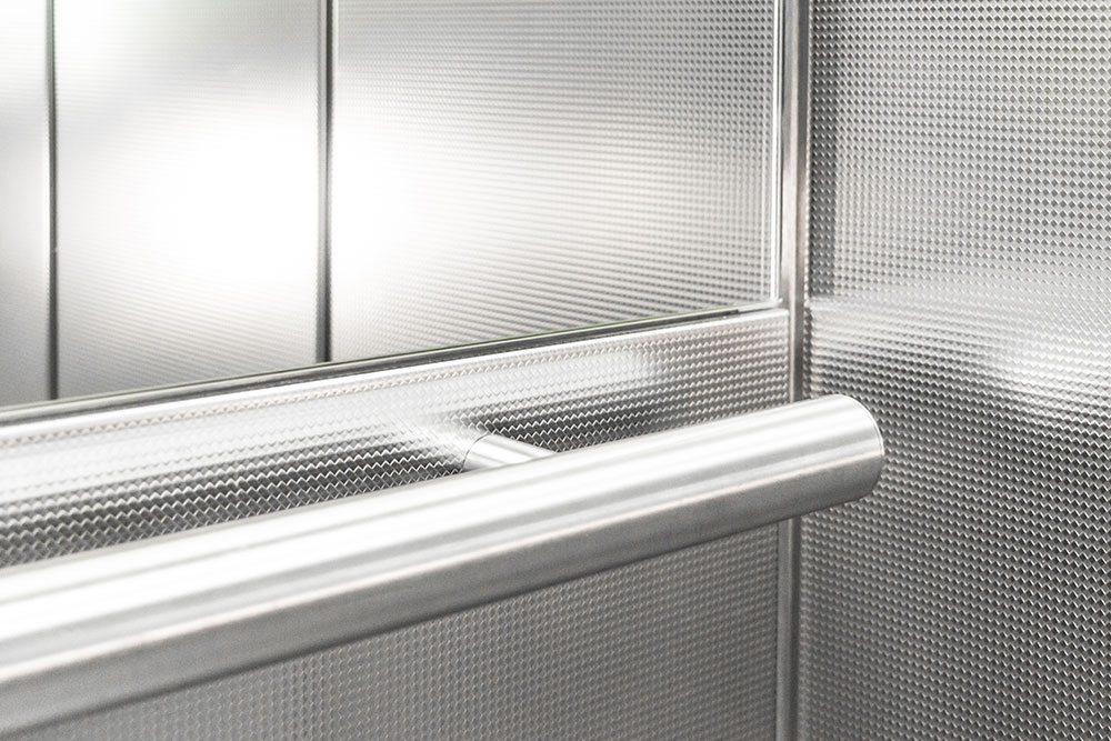 Handlauf in Aufzug aus Edelstahl